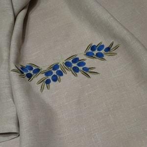 Вышивка на льняном кухонном полотенце