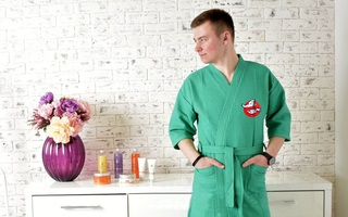 Вышивка на мужских вафельных халатах